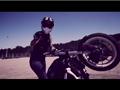 金发女郎摩托车特技