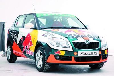 图为在上海车展上首度亮相,夺人眼球的斯柯达Fabia晶锐赛车。张 帆 摄
