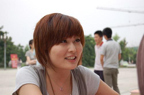 美女还是川台峨眉电影频道《影响》节目的主持人