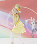 现场小女孩跳新疆舞图片