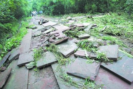 山洪受损攻略东京天台山多处景点引发2017邛崃迪斯尼一日游暴雨图片