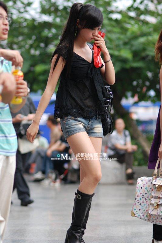 街拍对比 成都美女O型腿重庆有点土?组图 新