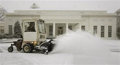 积雪厚度达76厘米 百年来最强暴雪袭击美国(图)