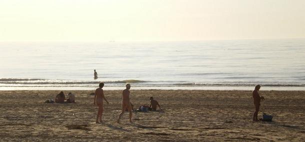 海边的天体浴场