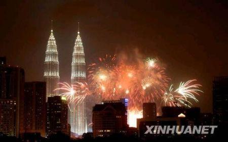 马来西亚双子塔新年烟花