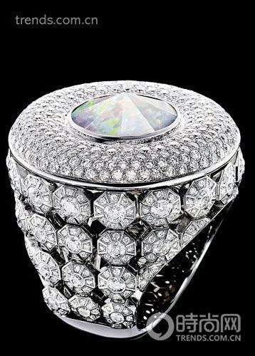 Piaget 18K 白金镶嵌钻石及贵果冻欧泊戒指