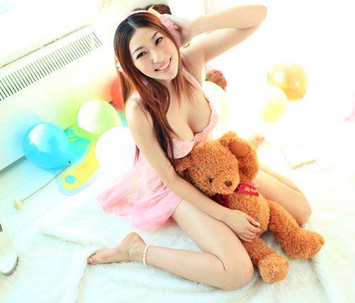 可爱玩具熊无比幸福遭遇性感护士调戏