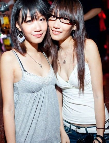 台北夜店美女 热舞性感穿搭