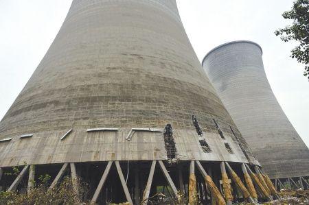 热电厂冷却塔今日爆破雷远东摄