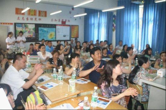 """棠湖中学展开 """"多元互动""""体验式家长会"""
