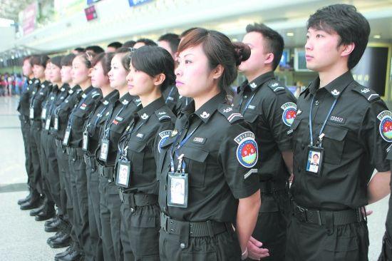 双流机场美女安检员集体换新装