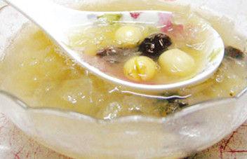 银耳莲子汤-润肤美容的银耳做出各种美味
