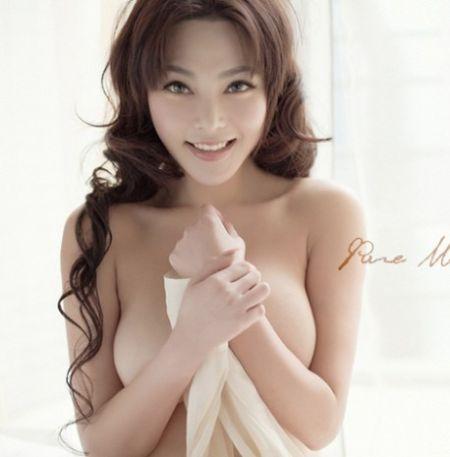 乳模诱惑_丹麦超模妮娜内衣秀群模上阵演群乳诱惑5