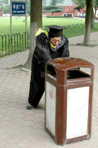 网友总结:大学里最不实用的16个专业(组图)