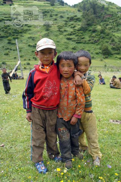 淳朴的藏族小孩