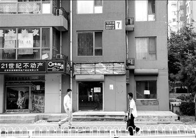 当年该犯罪团伙曾在荣丰2008小区7号楼里的一处居室内组织卖淫。本报记者杨天啸摄