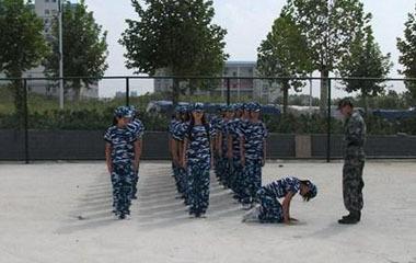 踢裆女学生女生踢裆美女踢裆图片