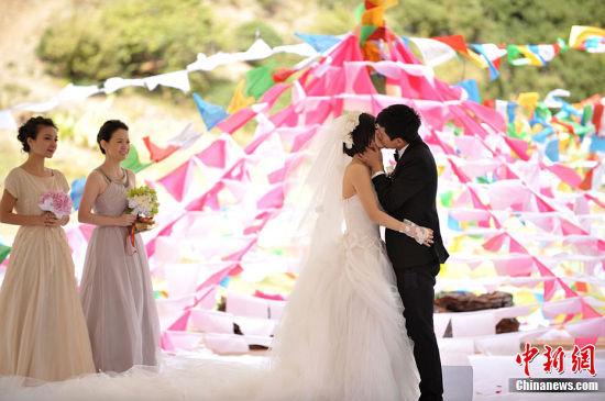 张杰谢娜婚礼感人瞬间-张杰婚后首回成都开个唱 谢娜有望担当主持