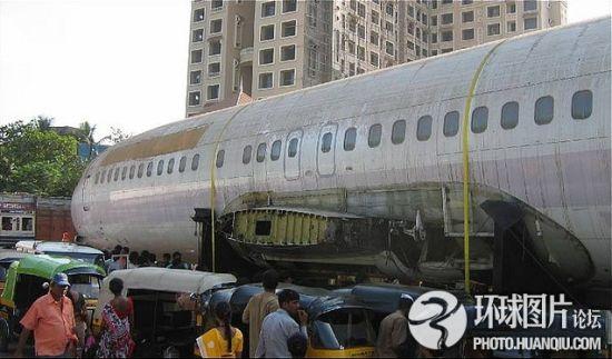 波音737客机弃置印度孟买交通要道