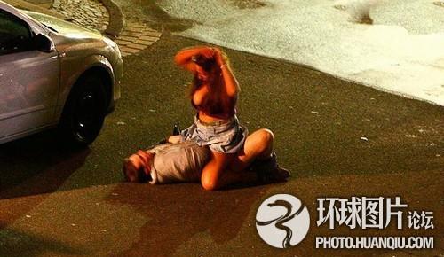 德国情侣马路上做爱 过往司机观看险酿车祸