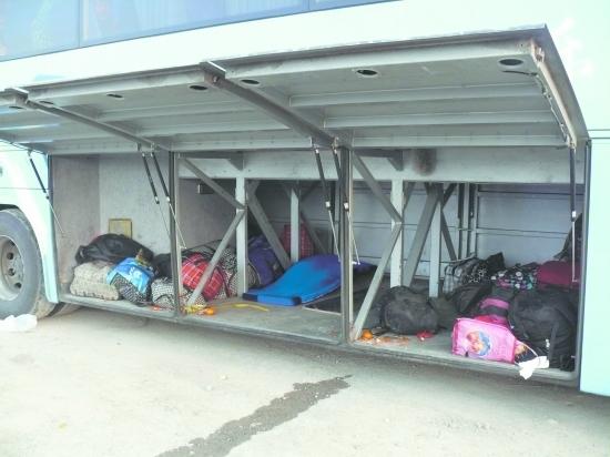 成绵广高速大巴行李箱开窗