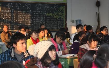 郫县二中喷泉_市教科院到郫县二中指导心理教育工作