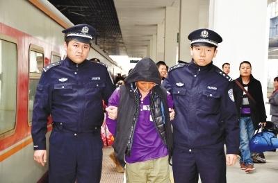 朱某被押回福州接受审讯