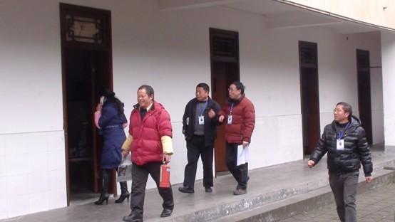 郫县二中喷泉_赵金磊专家莅临郫县二中为高三学生作励志演讲