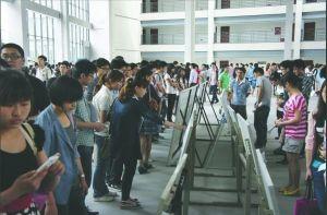 学弟学妹打七十个电话 为学长找来近千实习岗位