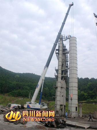 岳阳路桥该标段施工方开始正常拆卸设备顺利撤场