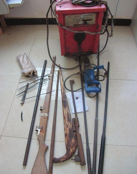 5月20日,记者拍摄的简陋造枪工具。