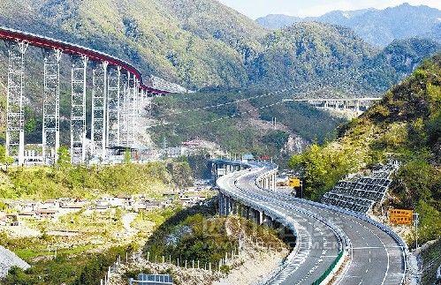 雅西高速公路干海子特大桥。 周显仁 摄