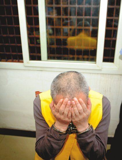 25日,眉山看守所,李汉收到死刑复核裁定书后,悔恨不已。