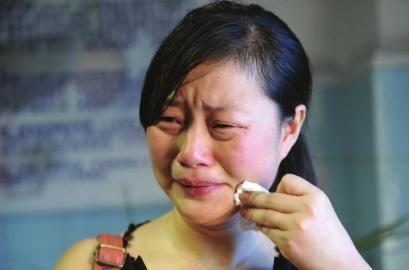 女儿哭述父亲受伤经过