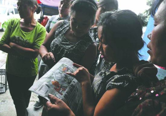 27日,邻居们从本报刊登的照片中认出遇难者陈莉