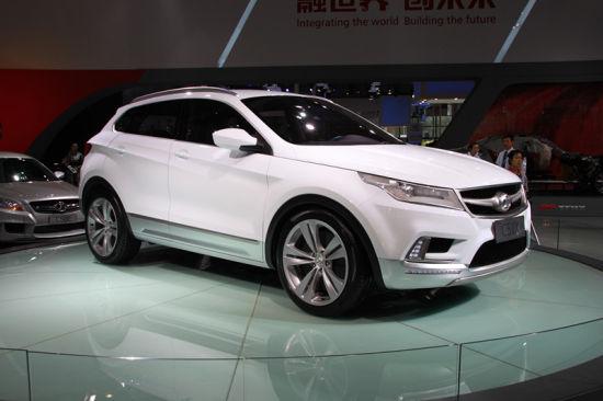 北汽c51x概念车         北京汽车此次参展阵容庞大,旗下中高端轿车