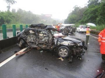 9月1日,车祸现场惨不忍睹。