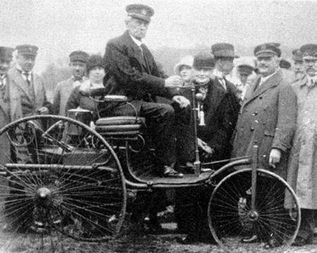卡尔本茨和他的汽车