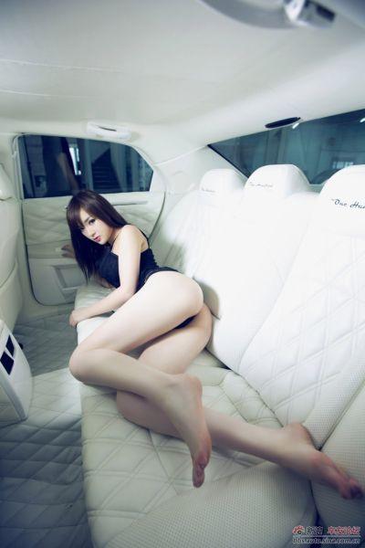 长腿美艳车模邂逅钻石王子
