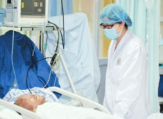 省医院急诊科长假期间每日接诊近1000人次,比平时翻了一番