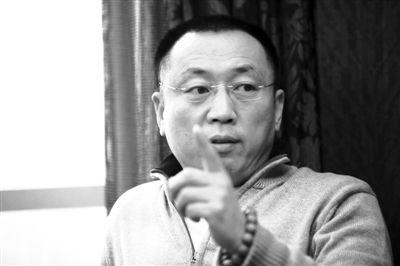 昨日上午,李庄在重庆的宾馆接受媒体记者采访。新京报记者 孔璞 摄