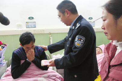 民警送还云南教师的救命钱。