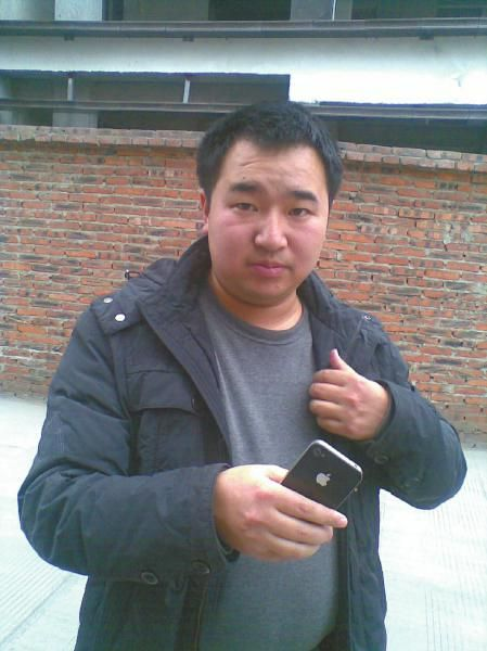聂强和他买的新手机。