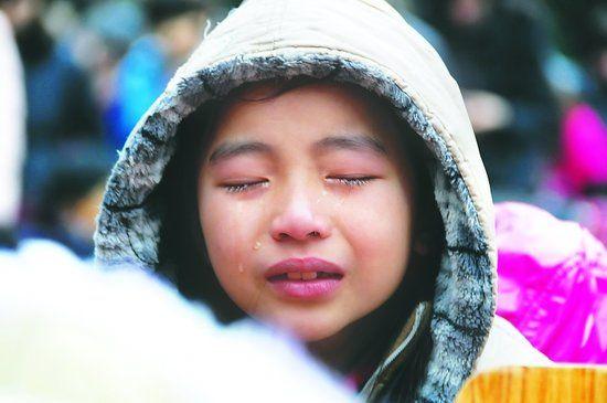 """千名学生泪洒""""感恩课"""