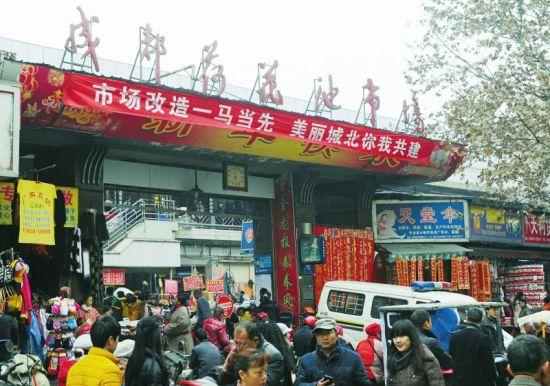 12月24日,荷花池市场即将提升改造。摄影杨涛
