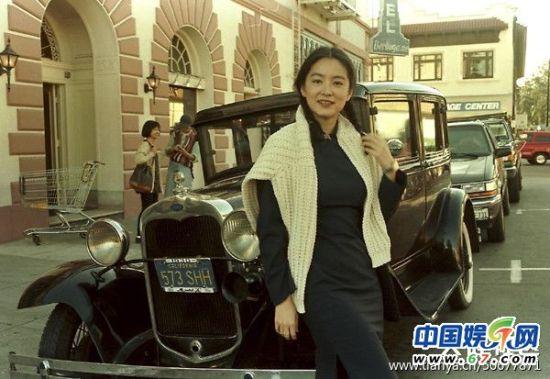林青霞40岁素颜街拍胜少女 疑是秦汉帮拍摄
