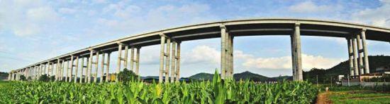 成德南高速——涪江特大桥。(图片由成德南高速公司提供)