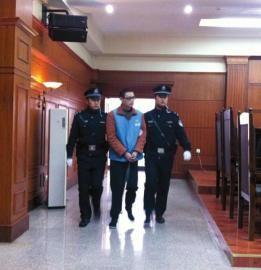 赵勇被带上法庭。