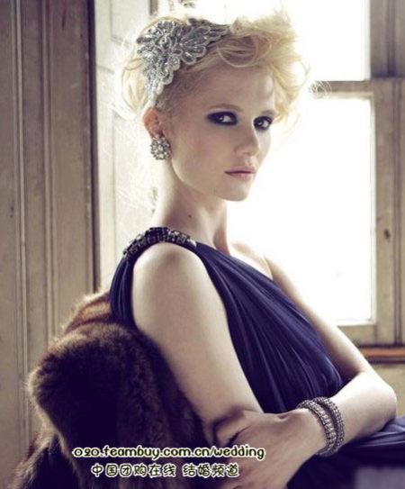 > 正文    新娘头饰,你别以为只有小皇冠,只有水钻发卡,只有蕾丝头纱