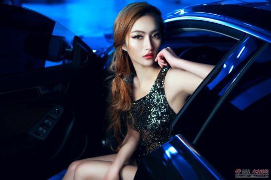 是性感还是诱惑 美艳车模秀完美身材